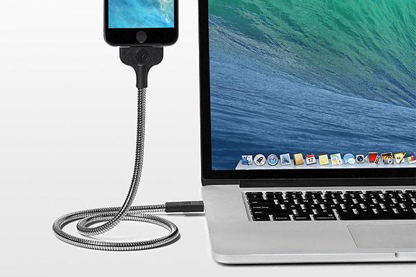 スマホスタンドにもなる自立するiphone充電ケーブルBOBINE
