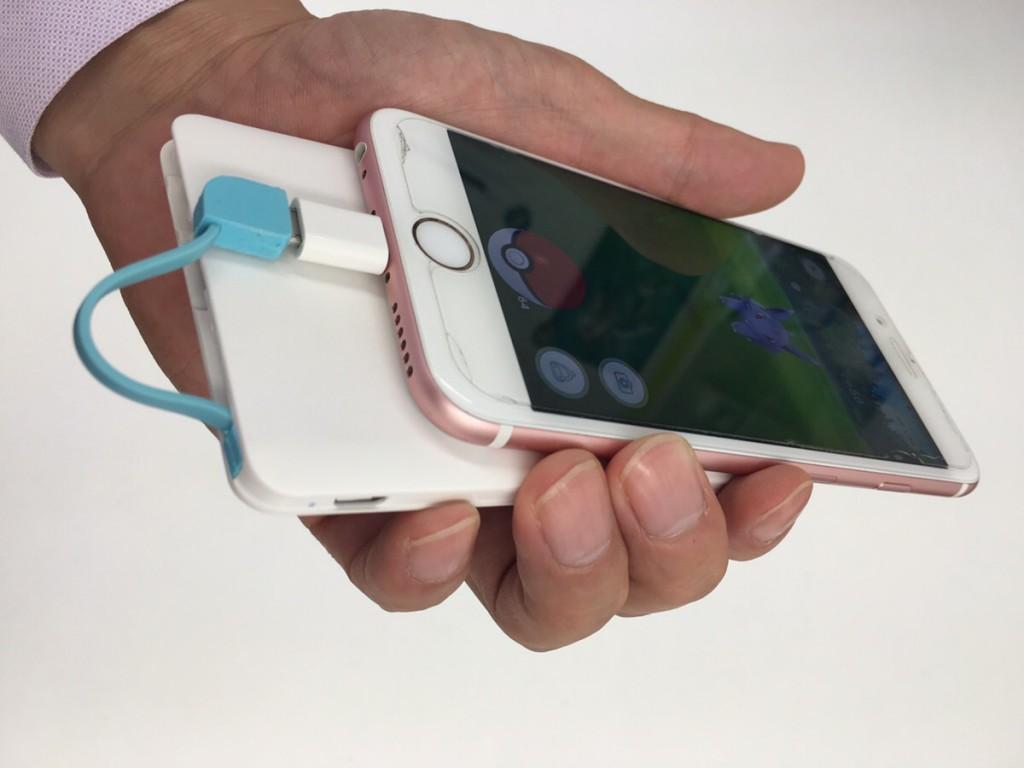 充電ケーブル一体型のスマホ充電バッテリー