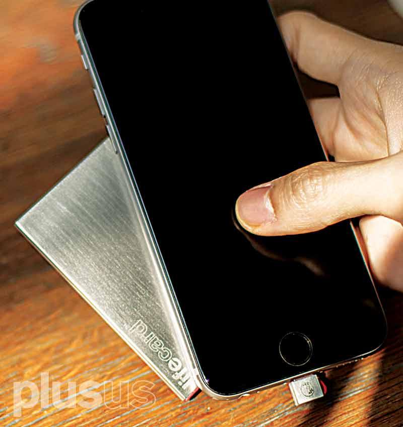 超薄型スマホ用充電バッテリーLIFECARD