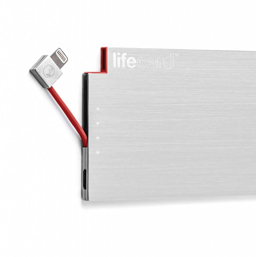 財布・定期入れに入るスマホ充電バッテリー「LIFECARD」iPhone用