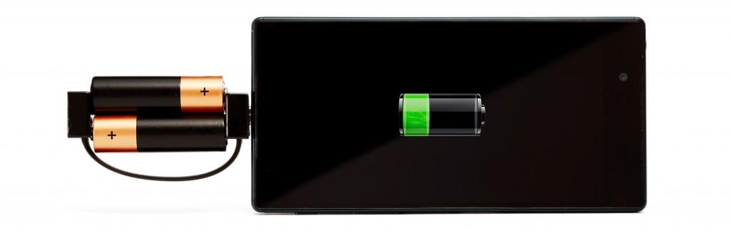 単三電池でスマホ充電できるキーアクセサリーnipper 充電できます