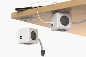 机の裏側にも固定できるUSB付きコンセント電源タップ